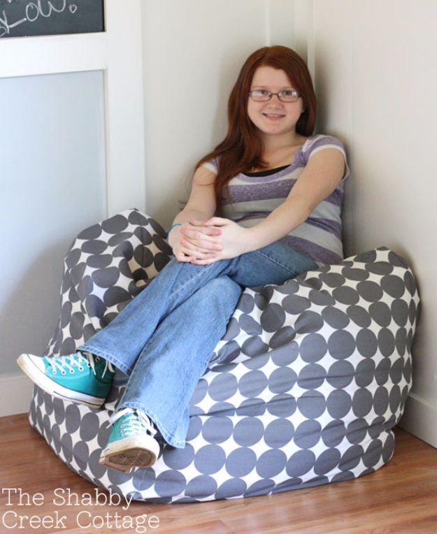DIY Media Room Ideas - Oversized Pouf - Do It Yourslef TV Consoles, Wall Art, Sofas and Seating, Chairs, TV Stands, Remote Holders and Shelving Tutorials - Creative Furniture for Movie Rooms and Video Game Stations http://diyjoy.com/diy-media-room-ideas