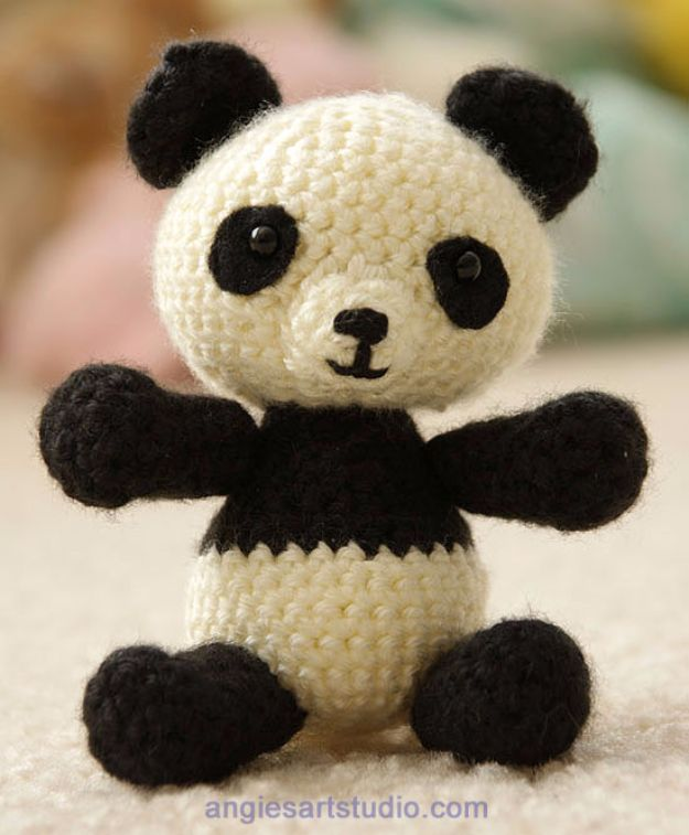 Free Amigurumi Patterns For Beginners and Pros - Panda Bear Amigurumi - Easy Amigurimi Tutorials With Step by Step Instructions - Learn How To Crochet Cute Amigurimi Animals, Doll, Mobile, Mini Elephant, Cat, Dinosaur, Owl, Bunny, Dog - Creative Ways to Crochet Cool DIY Gifts for Kids, Teens, Baby and Adults http://diyjoy.com/free-amigurumi-patterns