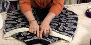 She Turns An Old Sweater Inside Out And Sews An Oval. The Result? So Clever!