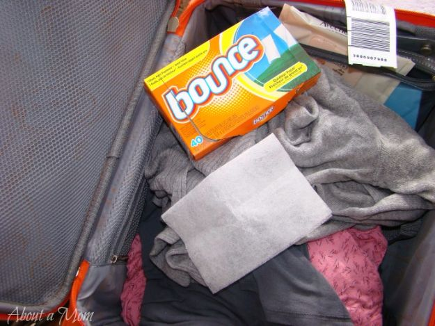 Best DIY Ideas for a Summer Road Trip - Put Dryer Sheet In Your Suitcase - Road Trip Snacks - Cool Crafts and Easy Projects to Make For Road Trips in the Car - Fun Crafts to Make for Vacation - Creative Ideas for Making Cheap Travel Ideas With Creative Money Saving Tips http://diyjoy.com/diy-ideas-summer-road-trip