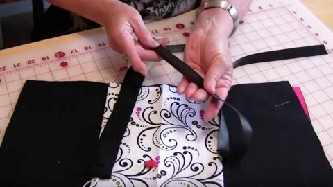 Sewing Tutorial : Folding Fabric Jewelry Case   DIY Joy Projects and Crafts Ideas