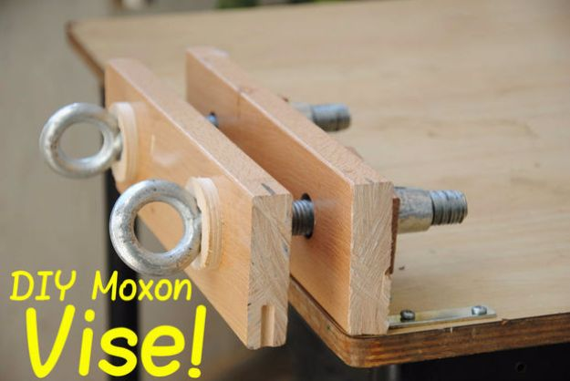 Cool Woodworking Tips - DIY Moxon Vise - Easy Woodworking Ideas, Woodworking Tips and Tricks, Woodworking Tips For Beginners, Basic Guide For Woodworking - Refinishing Wood, Sanding and Staining, Cleaning Wood and Upcycling Pallets - Tips for Wooden Craft Projects http://diyjoy.com/diy-woodworking-ideas