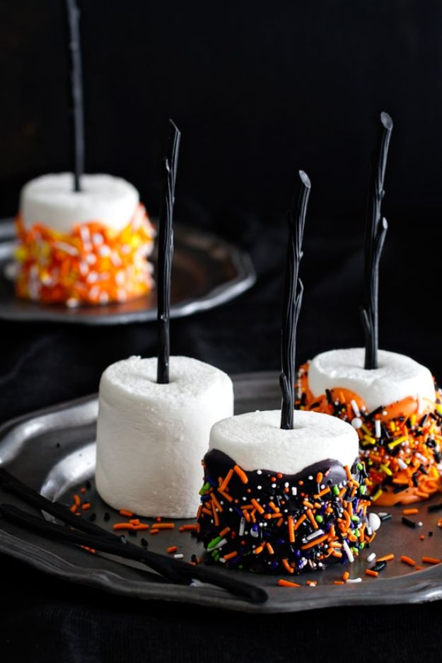 Best Halloween Party Snacks - Halloween Marshmallow Pops - Healthy Ideas for Kids for School, Teens and Adults - Easy and Quick Recipes and Idea for Dips, Chips, Spooky Cookies and Treats - Appetizers and Finger Foods Made With Vegetables, No Candy, Cheap Food, Scary DIY Party Foods With Step by Step Tutorials http://diyjoy.com/halloween-party-snacks