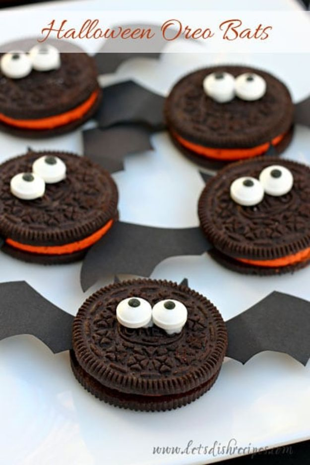 Best Halloween Party Snacks - Halloween Oreo Bats - Healthy Ideas for Kids for School, Teens and Adults - Easy and Quick Recipes and Idea for Dips, Chips, Spooky Cookies and Treats - Appetizers and Finger Foods Made With Vegetables, No Candy, Cheap Food, Scary DIY Party Foods With Step by Step Tutorials #halloween #halloweenrecipes #halloweenparty