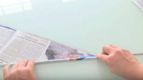 She Rolls Up Newspapers With A Skewer And It's Amazing What She Does Next. Watch! | DIY Joy Projects and Crafts Ideas