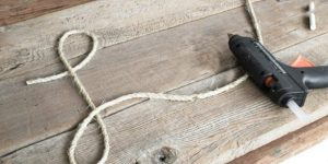 She Glues Rope On Pallet Wood And What She Does Next Is Full Of Rustic Charm!
