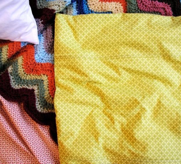 DIY Duvet Covers - Simple Duvet Cover - Easy Sewing Projects and No Sew Ideas for Duvets - Cheap Bedroom Decor Ideas on A Budget - How To Sew A Duvet Cover and Bedding Tutorial - Creative Covers for Bed - Quick Projects for Making Designer Duvets - Awesome Home Decor Ideas and Crafts #duvet #diybedroom #roomdecor #sewingideas