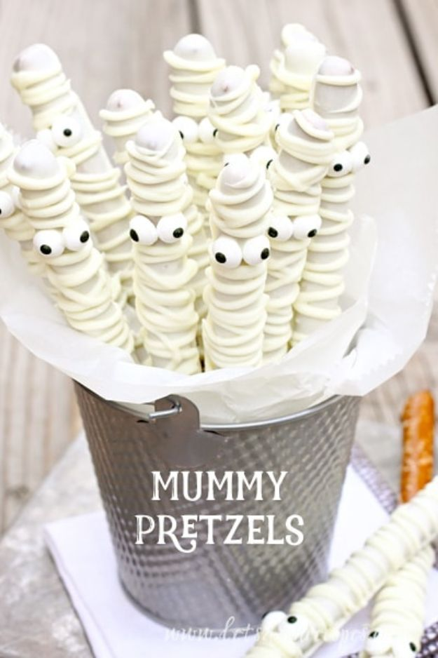 Best Halloween Party Snacks - White Chocolate Mummy Pretzels - Healthy Ideas for Kids for School, Teens and Adults - Easy and Quick Recipes and Idea for Dips, Chips, Spooky Cookies and Treats - Appetizers and Finger Foods Made With Vegetables, No Candy, Cheap Food, Scary DIY Party Foods With Step by Step Tutorials http://diyjoy.com/halloween-party-snacks