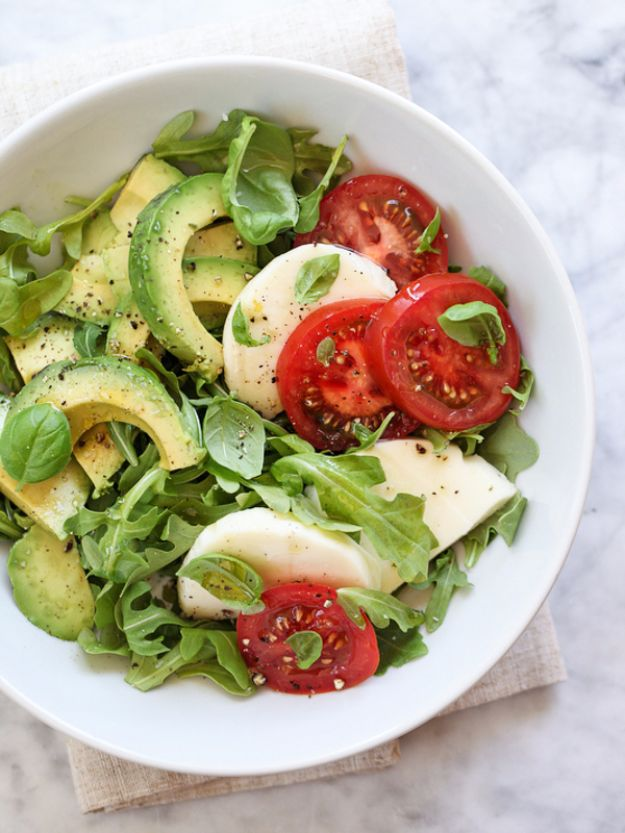 Easy Dinner Ideas for One - Avocado Caprese Salad - Quick, Fast and Simple Recipes to Make for a Single Person - Freeze and Make Ahead Dinner Recipe Tips for Best Weeknight Dinners for Singles - Chicken, Fish, Vegetable, No Bake and Vegetarian Options - Crockpot, Microwave, Healthy, Lowfat Options