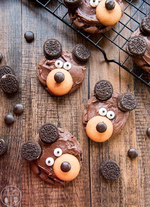 Cool Cookie Decorating Ideas - Bear Cookies - Easy Ways To Decorate Cute, Adorable Cookies - Quick Recipes and Simple Decorating Tips With Icing, Candy, Chocolate, Buttercream Frosting and Fruit - Best Party Trays and Cookie Arrangements http://diyjoy.com/cookie-decorating-ideas