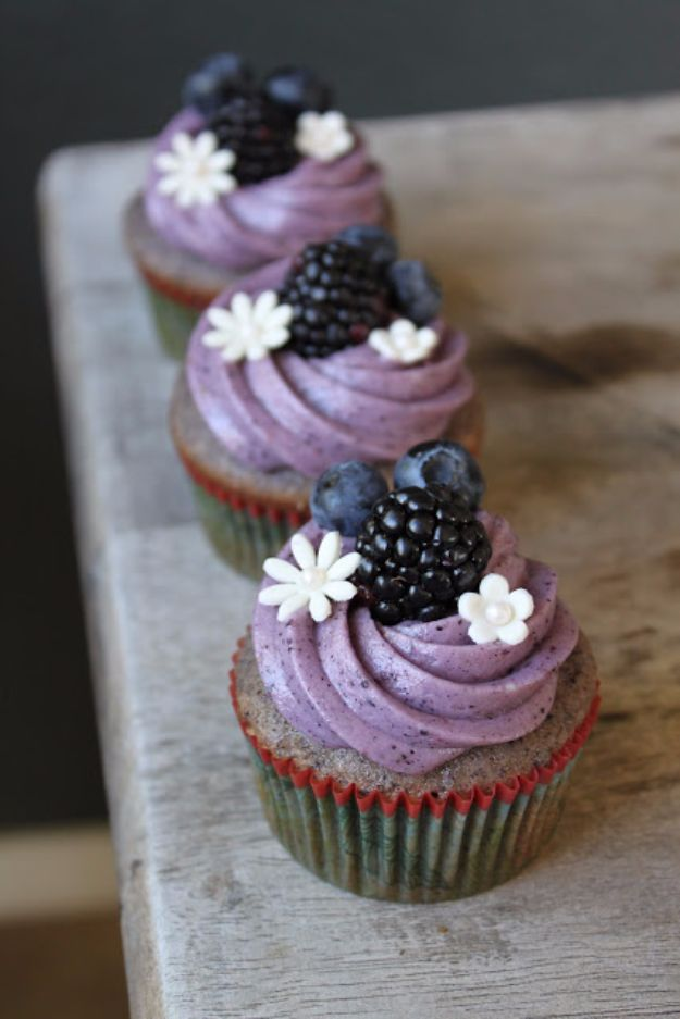 Cool Cupcake Decorating Ideas - Blueberry-Blackberry Cupcakes - Easy Ways To Decorate Cute, Adorable Cupcakes - Quick Recipes and Simple Decorating Tips With Icing, Candy, Chocolate, Buttercream Frosting and Fruit - Best Party and Birthday Party Ideas for Kids and Adults http://diyjoy.com/cupcake-decorating-ideas