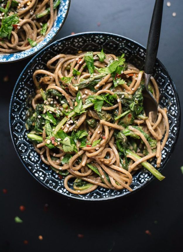 Easy Dinner Ideas for Two - Broccoli Rabe Peanut Soba Noodles - Quick, Fast and Simple Recipes to Make for Two People - Freeze and Make Ahead Dinner Recipe Tips for Best Weeknight Dinners - Chicken, Fish, Vegetable, No Bake and Vegetarian Options - Crockpot, Microwave, Healthy, Lowfat Options http://diyjoy.com/easy-dinners-for-two