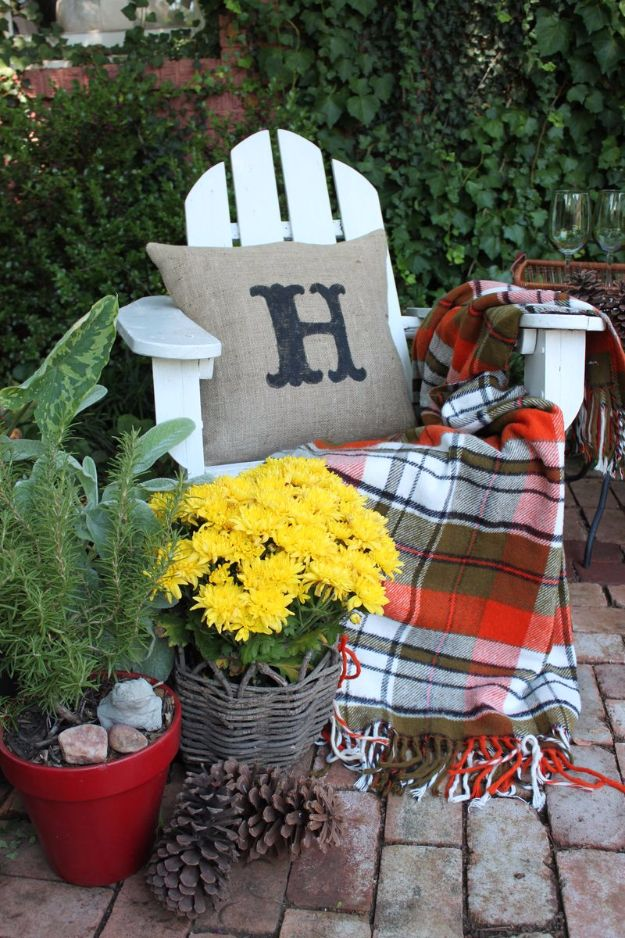 Best Crafts for Fall Decorating - Burlap Pillows - DIY Home Decor, Mason Jar Ideas, Dollar Store Crafts, Rustic Pumpkin Ideas, Wreaths, Candles and Wall Art, Centerpieces, Wedding Decorations, Homemade Gifts, Craft Projects with Leaves, Flowers and Burlap, Painted Art, Candles and Luminaries for Cool Home Decor - Quick and Easy Projects With Step by Step Tutorials and Instructions