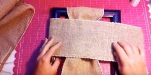 Watch What She Does After Wrapping A Frame With Burlap…A Decor Item You'll Love!