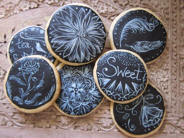 Cool Cookie Decorating Ideas - Chalkboard Cookies - Easy Ways To Decorate Cute, Adorable Cookies - Quick Recipes and Simple Decorating Tips With Icing, Candy, Chocolate, Buttercream Frosting and Fruit - Best Party Trays and Cookie Arrangements http://diyjoy.com/cookie-decorating-ideas