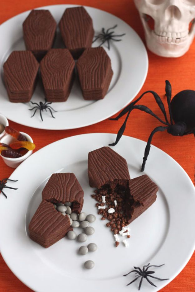 Cute Halloween Cookies - Coffin Surprise Cookies - Easy Recipes and Cookie Tutorials for Making Quick Halloween Treats - Spooky DIY Decorated Ghosts, Pumpkins, Bats, No Bake, Spiders and Spiderwebs, Tombstones and Healthy Options, Kids and Teens Cookies for School http://diyjoy.com/halloween-cookies-ideas