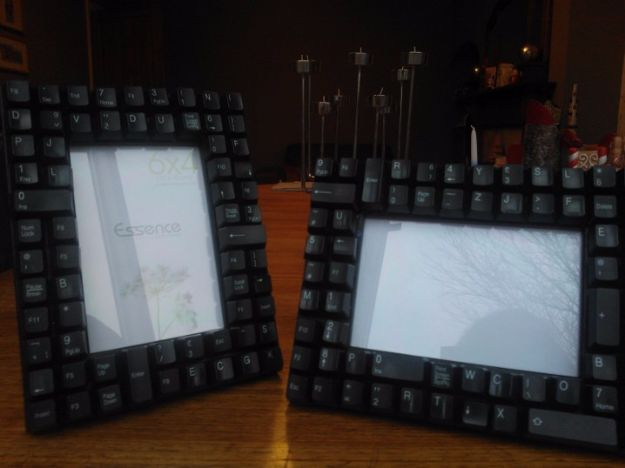 DIY Ideas for Your Computer - Computer Keyboard Photo Frame - Cool Desk, Home Office, Bulletin Boards and Tech Projects for Kids, Awesome Tips and Tricks for Your Laptop and Desktop, Best Shortcuts and Neat Ways To Make Your Computer Even Better With Productivity Tips http://diyjoy.com/diy-ideas-computer