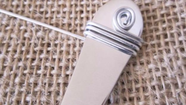 DIY Silverware Upgrades - DIY Beaded Silverware - Creative Ways To Improve Boring Silver Ware and Palce Settings - Paint, Decorate and Update Your Flatware With These Creative Do IT Yourself Tutorials- Forks, Knives and Spoons all Get Dressed Up With These New Looks For Kitchen and Dining Room