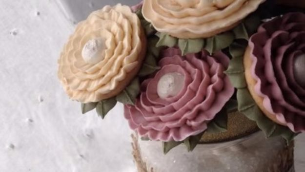 Cool Cookie Decorating Ideas - DIY Cookie Bouquet - Easy Ways To Decorate Cute, Adorable Cookies - Quick Recipes and Simple Decorating Tips With Icing, Candy, Chocolate, Buttercream Frosting and Fruit - Best Party Trays and Cookie Arrangements http://diyjoy.com/cookie-decorating-ideas