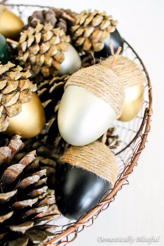 Fall Table Decor Ideas - DIY Fall Table Decorating Projects - Autumn Centerpieces with Pine Cones - Easy Fall Crafts With Acorn - Rustic Fall Centerpiece for Thanksgiving Home Decor