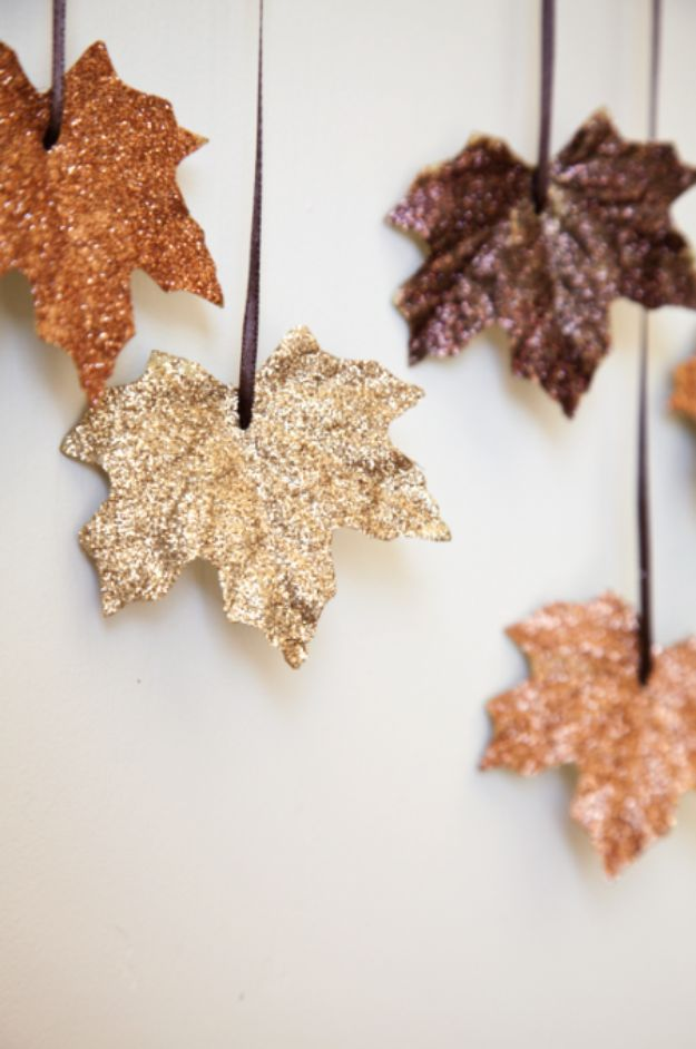 Easy Fall Craft Idea - Best Crafts for Fall Decorating - DIY Falling Leaves Garland - Fall Table Decor Ideas - DIY Fall Table Decorating Projects - Autumn Garlands - Easy Fall Crafts With Leaves - Rustic Fall Garland for Thanksgiving Home Decor