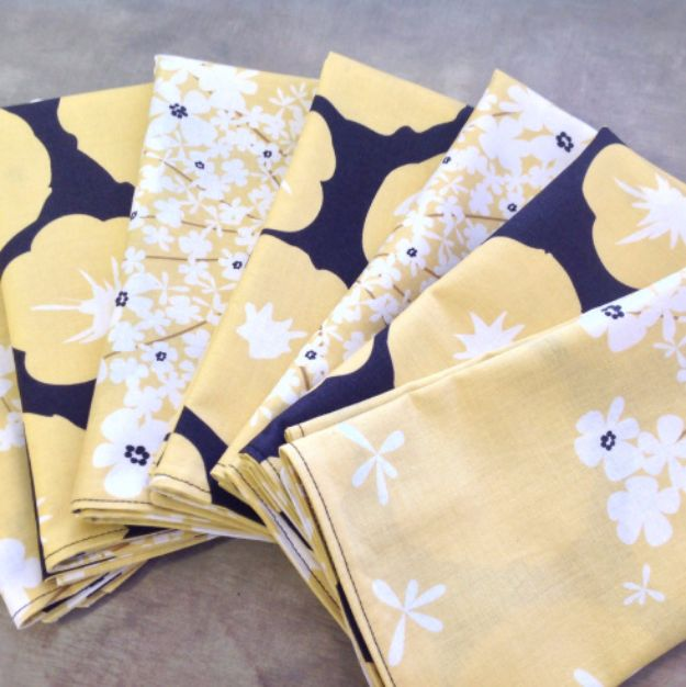DIY Napkins and Placemats - DIY Fat Quarter Cloth Napkins - Easy Sewing Projects, Cute No Sew Ideas and Creative Ways To Make a Napkin or Placemat - Quick DIY Gift Ideas for Friends, Family and Awesome Home Decor - Cheap Do It Yourself Kitchen Decor - Simple Wedding Gifts You Can Make On A Budget