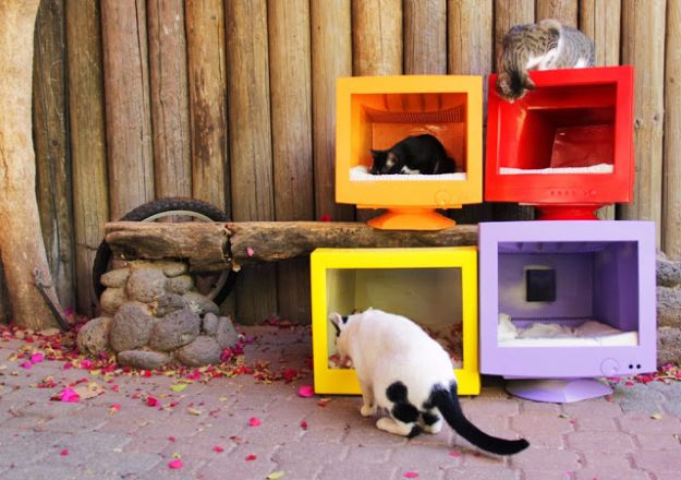 DIY Ideas for Your Computer - DIY Old Computer Cat Houses - Cool Desk, Home Office, Bulletin Boards and Tech Projects for Kids, Awesome Tips and Tricks for Your Laptop and Desktop, Best Shortcuts and Neat Ways To Make Your Computer Even Better With Productivity Tips http://diyjoy.com/diy-ideas-computer