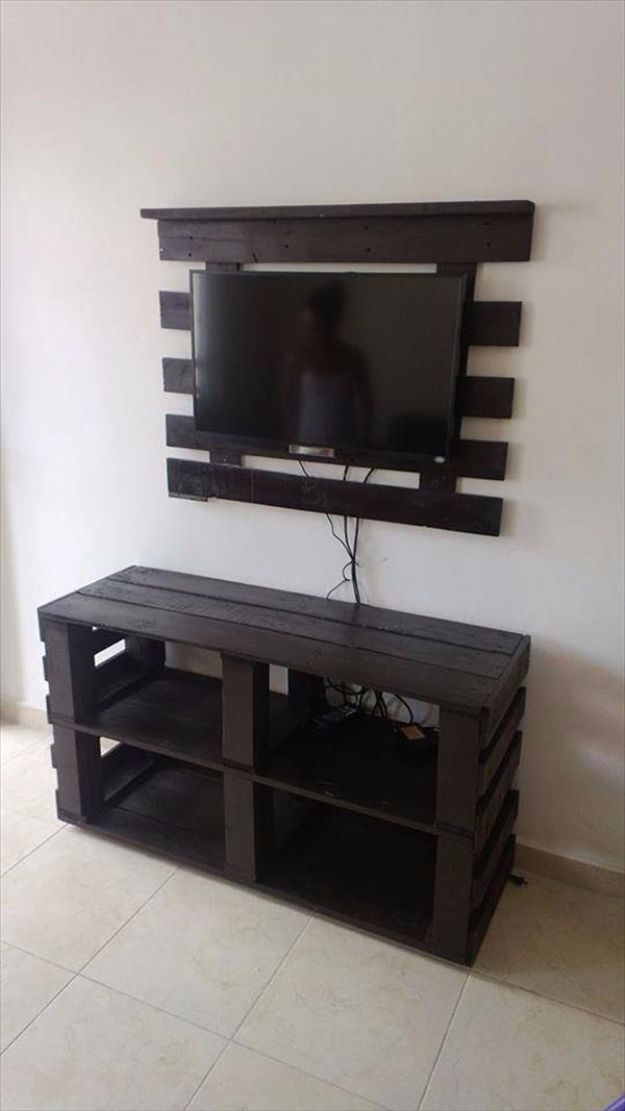 DIY Media Consoles and TV Stands - DIY Pallet Media Console and TV stand - Make a Do It Yourself Entertainment Center With These Easy Step By Step Tutorials - Easy Farmhouse Decor Media Stand for Television - Free Plans and Instructions for Building and Painting Your Own DIY Furniture - IKEA Hacks for TV Stand Idea - Quick and Easy Ways to Decorate Your Home On A Budget http://diyjoy.com/diy-tv-media-consoles