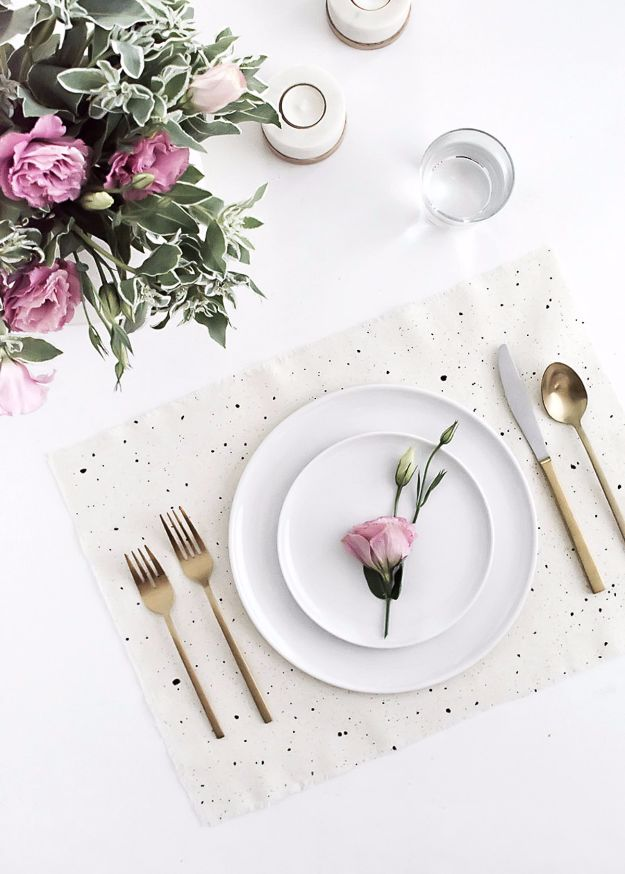 DIY Napkins and Placemats - DIY Speckled Placemats - Easy Sewing Projects, Cute No Sew Ideas and Creative Ways To Make a Napkin or Placemat - Quick DIY Gift Ideas for Friends, Family and Awesome Home Decor - Cheap Do It Yourself Kitchen Decor - Simple Wedding Gifts You Can Make On A Budget http://diyjoy.com/diy-napkins-placemats