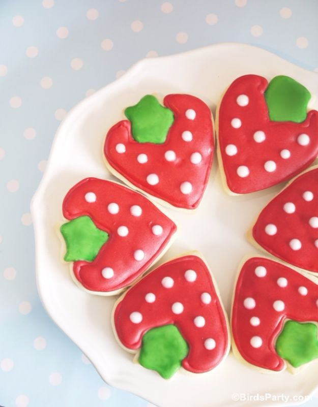 Cool Cookie Decorating Ideas - DIY Strawberry Shaped Decorated Cookies - Easy Ways To Decorate Cute, Adorable Cookies - Quick Recipes and Simple Decorating Tips With Icing, Candy, Chocolate, Buttercream Frosting and Fruit - Best Party Trays and Cookie Arrangements http://diyjoy.com/cookie-decorating-ideas