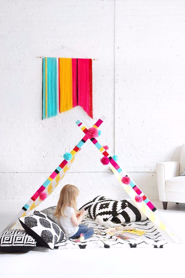 DIY Ideas With Yarn and Best Yarn Crafts - DIY Yarn Banner And Teepee - Wall Hangings, Easy Dream Catchers, Crochet Ideas for Teens, Adults and Kids - Knitting , No Sew and Weaving Projects Make Awesome Wall Art and Home Decor on A Budget http://diyjoy.com/diy-ideas-yarn