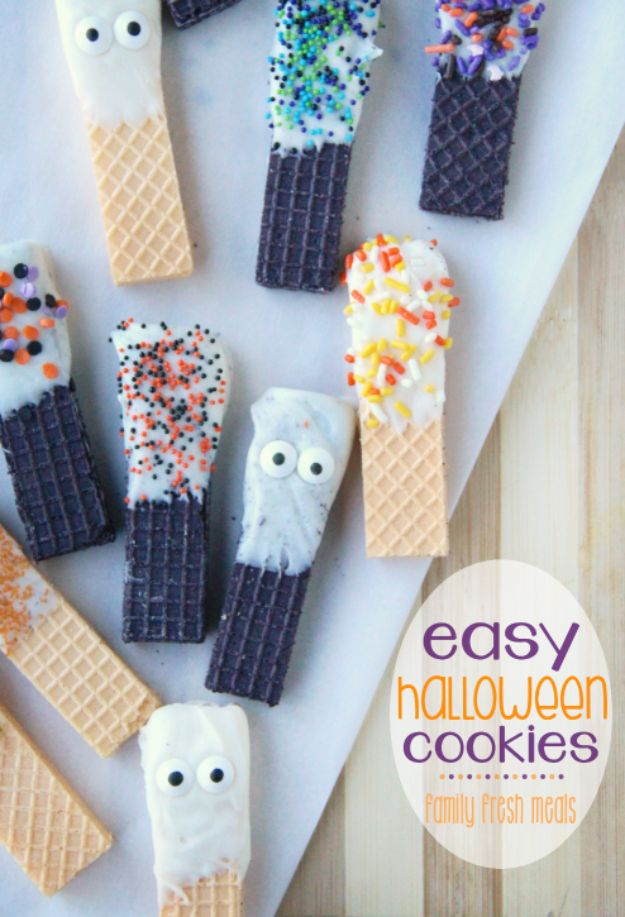Cute Halloween Cookies - Easy Halloween Cookies - Easy Recipes and Cookie Tutorials for Making Quick Halloween Treats - Spooky DIY Decorated Ghosts, Pumpkins, Bats, No Bake, Spiders and Spiderwebs, Tombstones and Healthy Options, Kids and Teens Cookies for School http://diyjoy.com/halloween-cookies-ideas