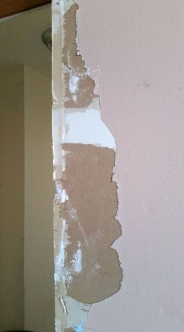 Easy Home Repair Hacks - Fix Torn Drywall Paper - Quick Ways to Easily Fix Broken Things Around The House - DIY Tricks for Home Improvement and Repairs - Simple Solutions for Kitchen, Bath, Garage and Yard - Caulk, Grout, Wall Repair and Wood Patching and Staining http://diyjoy.com/easy-home-repair-hacks