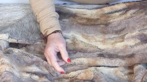 She Makes An Amazing Item With Faux Fur That You'll Have To Have. Watch! | DIY Joy Projects and Crafts Ideas