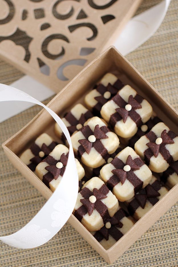 Cool Cookie Decorating Ideas - Gift Box Cookies - Easy Ways To Decorate Cute, Adorable Cookies - Quick Recipes and Simple Decorating Tips With Icing, Candy, Chocolate, Buttercream Frosting and Fruit - Best Party Trays and Cookie Arrangements http://diyjoy.com/cookie-decorating-ideas