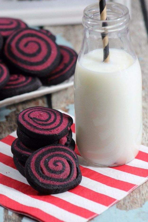 Cute Halloween Cookies - Halloween Pinwheel Cookies - Easy Recipes and Cookie Tutorials for Making Quick Halloween Treats - Spooky DIY Decorated Ghosts, Pumpkins, Bats, No Bake, Spiders and Spiderwebs, Tombstones and Healthy Options, Kids and Teens Cookies for School http://diyjoy.com/halloween-cookies-ideas