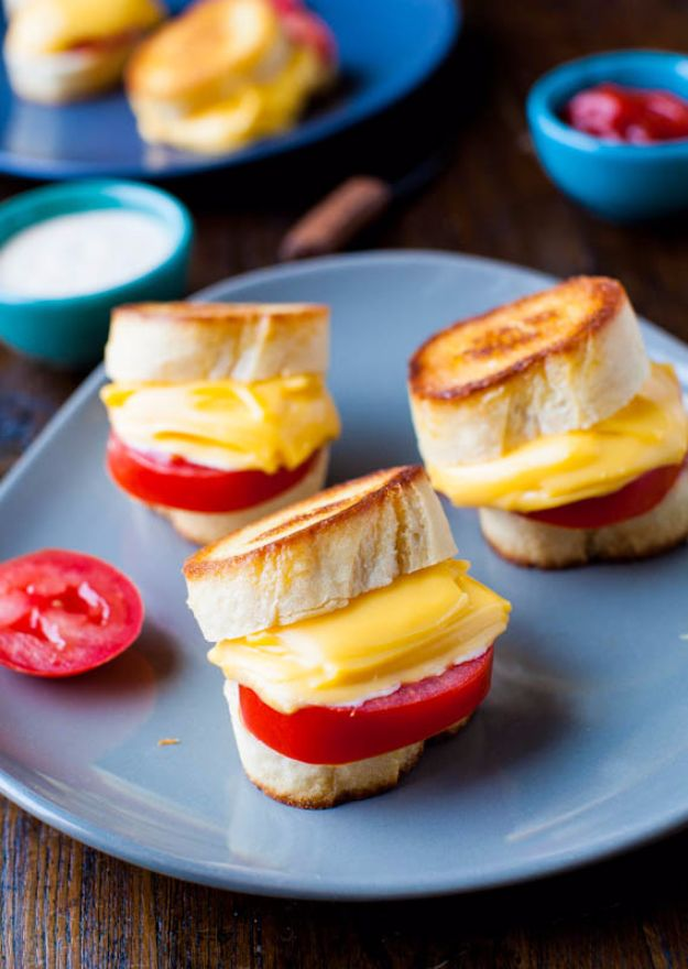Back to School Lunch Ideas - Mini Grilled Cheese And Tomato Sandwich - Quick Snacks, Lunches and Homemade Lunchables - Bento Box Style Lunch for People in A Hurry - Fast Lunch Recipes to Pack Ahead - Healthy Ideas for Kids, Teens and Adults http://diyjoy.com/back-to-school-lunches