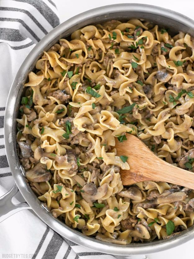 Easy Dinner Ideas for One - One Pot Beef And Mushroom Stroganoff - Quick, Fast and Simple Recipes to Make for a Single Person - Freeze and Make Ahead Dinner Recipe Tips for Best Weeknight Dinners for Singles - Chicken, Fish, Vegetable, No Bake and Vegetarian Options - Crockpot, Microwave, Healthy, Lowfat Options http://diyjoy.com/easy-dinners-for-one