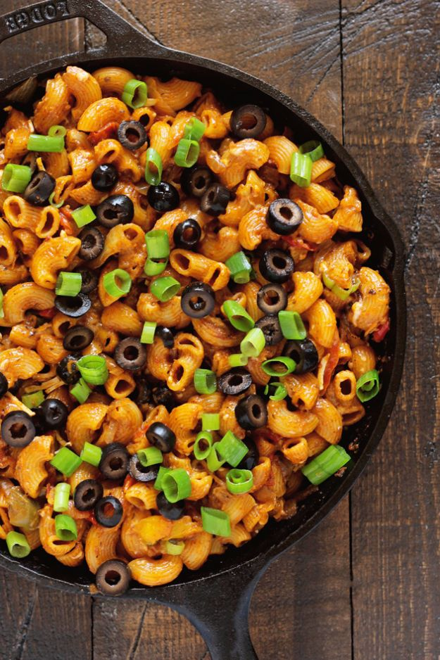 Easy Dinner Ideas for One - One Pot Vegan Enchilada Pasta - Quick, Fast and Simple Recipes to Make for a Single Person - Freeze and Make Ahead Dinner Recipe Tips for Best Weeknight Dinners for Singles - Chicken, Fish, Vegetable, No Bake and Vegetarian Options - Crockpot, Microwave, Healthy, Lowfat Options http://diyjoy.com/easy-dinners-for-one