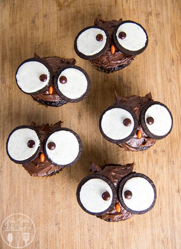 Cool Cupcake Decorating Ideas - Owl Cupcakes - Easy Ways To Decorate Cute, Adorable Cupcakes - Quick Recipes and Simple Decorating Tips With Icing, Candy, Chocolate, Buttercream Frosting and Fruit - Best Party and Birthday Party Ideas for Kids and Adults http://diyjoy.com/cupcake-decorating-ideas