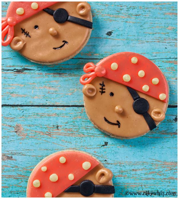 Cool Cookie Decorating Ideas - Pirate Cookies - Easy Ways To Decorate Cute, Adorable Cookies - Quick Recipes and Simple Decorating Tips With Icing, Candy, Chocolate, Buttercream Frosting and Fruit - Best Party Trays and Cookie Arrangements http://diyjoy.com/cookie-decorating-ideas