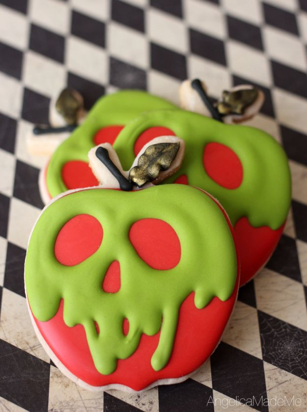 Cute Halloween Cookies - Poison Apple Sugar Cookies - Easy Recipes and Cookie Tutorials for Making Quick Halloween Treats - Spooky DIY Decorated Ghosts, Pumpkins, Bats, No Bake, Spiders and Spiderwebs, Tombstones and Healthy Options, Kids and Teens Cookies for School http://diyjoy.com/halloween-cookies-ideas