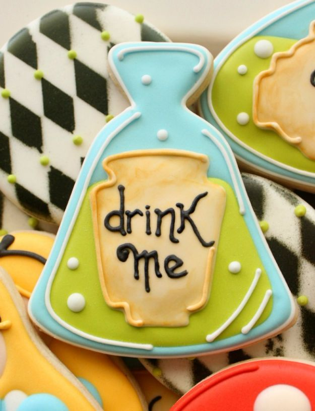Cute Halloween Cookies - Potion Bottle Cookies - Easy Recipes and Cookie Tutorials for Making Quick Halloween Treats - Spooky DIY Decorated Ghosts, Pumpkins, Bats, No Bake, Spiders and Spiderwebs, Tombstones and Healthy Options, Kids and Teens Cookies for School http://diyjoy.com/halloween-cookies-ideas