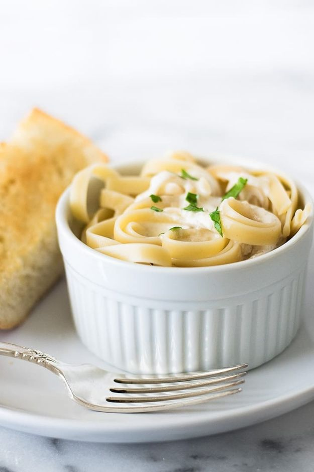 Easy Dinner Ideas for One - Quick and Easy Fettuccine Alfredo for One - Quick, Fast and Simple Recipes to Make for a Single Person - Freeze and Make Ahead Dinner Recipe Tips for Best Weeknight Dinners for Singles - Chicken, Fish, Vegetable, No Bake and Vegetarian Options - Crockpot, Microwave, Healthy, Lowfat Options http://diyjoy.com/easy-dinners-for-one