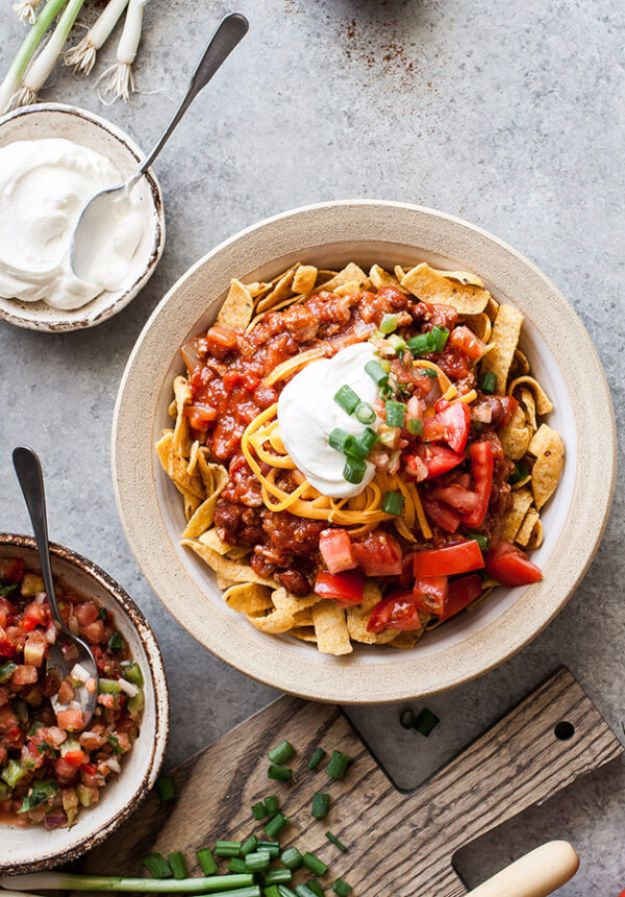Easy Dinner Ideas for One - Quick and Really Easy 10 Minute Frito Chili Pie - Quick, Fast and Simple Recipes to Make for a Single Person - Freeze and Make Ahead Dinner Recipe Tips for Best Weeknight Dinners for Singles - Chicken, Fish, Vegetable, No Bake and Vegetarian Options - Crockpot, Microwave, Healthy, Lowfat Options