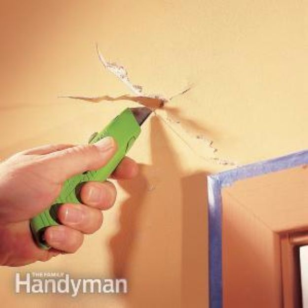 Easy Home Repair Hacks - Repair a Drywall Crack - Quick Ways To Fix Your Home With Cheap and Fast DIY Projects - Step by step Tutorials, Good Ideas for Renovating, Simple Tips and Tricks for Home Improvement on A Budget #diy #homeimprovement