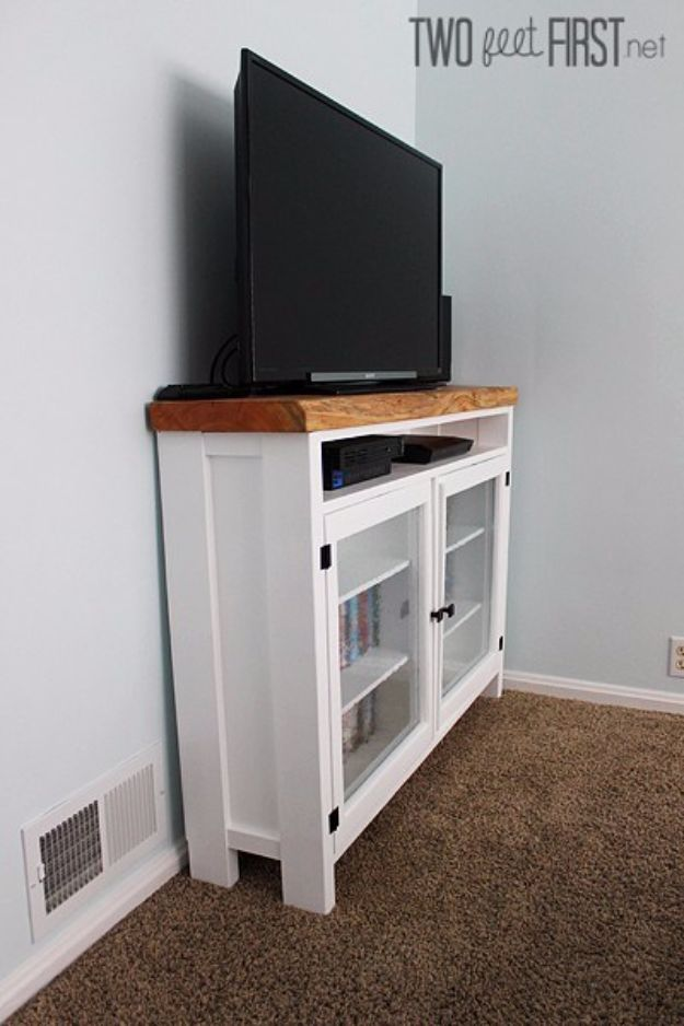 DIY Media Consoles and TV Stands - Salvaged Board TV Console - Make a Do It Yourself Entertainment Center With These Easy Step By Step Tutorials - Easy Farmhouse Decor Media Stand for Television - Free Plans and Instructions for Building and Painting Your Own DIY Furniture - IKEA Hacks for TV Stand Idea - Quick and Easy Ways to Decorate Your Home On A Budget http://diyjoy.com/diy-tv-media-consoles