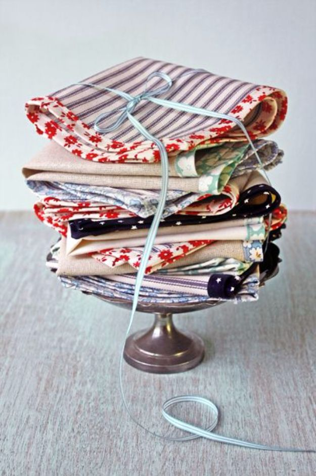 DIY Napkins and Placemats - Scrap Fabric Napkin - Easy Sewing Projects, Cute No Sew Ideas and Creative Ways To Make a Napkin or Placemat - Quick DIY Gift Ideas for Friends, Family and Awesome Home Decor - Cheap Do It Yourself Kitchen Decor - Simple Wedding Gifts You Can Make On A Budget http://diyjoy.com/diy-napkins-placemats