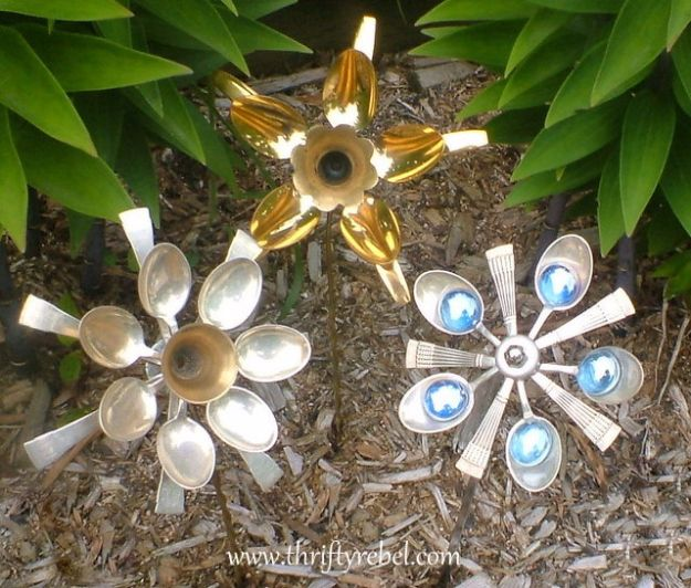 DIY Silverware Upgrades - Silverware Spoon Flowers - Creative Ways To Improve Boring Silver Ware and Palce Settings - Paint, Decorate and Update Your Flatware With These Creative Do IT Yourself Tutorials- Forks, Knives and Spoons all Get Dressed Up With These New Looks For Kitchen and Dining Room