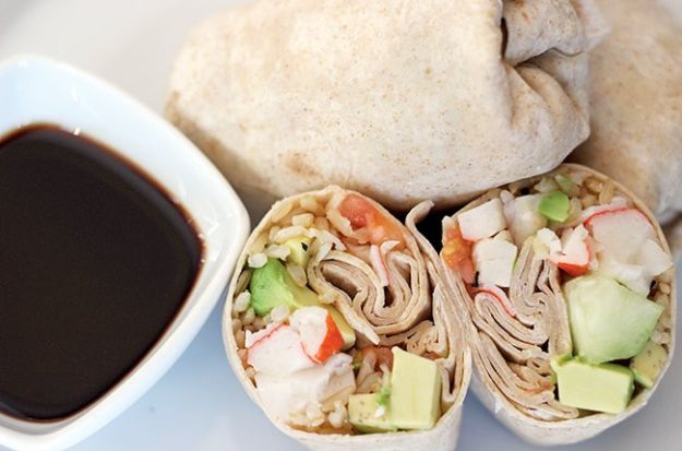 Back to School Lunch Ideas - Skinny California Roll Wraps - Quick Snacks, Lunches and Homemade Lunchables - Bento Box Style Lunch for People in A Hurry - Fast Lunch Recipes to Pack Ahead - Healthy Ideas for Kids, Teens and Adults http://diyjoy.com/back-to-school-lunches